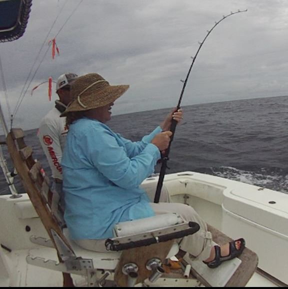 lisa-reeling-fishcosta-rica-august-2016-offshore